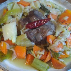 鹿かたまり肉の野菜蒸し焼き