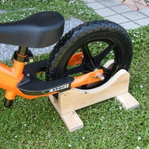 簡単!ストライダー(ランニングバイク)のスタンドをDIYで作ってみた!【Handmade Strider Stand !】