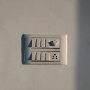 【テレビをつける】【電気を消す】は英語で何て言う?