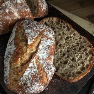 ●全粒粉100 %のパン