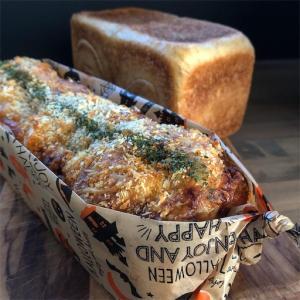 ●分け合う大きな惣菜パン