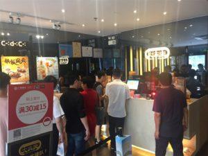 【B級グルメ】ボリューム満載 香港本店のチェーン店CAFE DE CORALでの食事