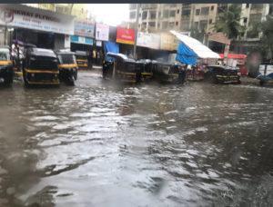 【インドムンバイ新情報】洪水の季節到来 経済再生を阻むバッタが先か蚊が先か