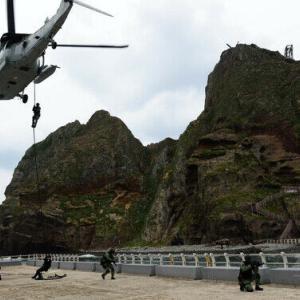 【中国時報電子版】「軍事的な奇跡、韓国の33人が日本から島を奪還した」と題し、韓国的視点から紹介する記事を掲載