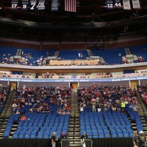 トランプ大統領の選挙集会に異変
