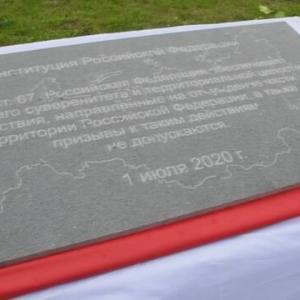 【北方領土】国後島に「領土割譲禁止」の記念碑