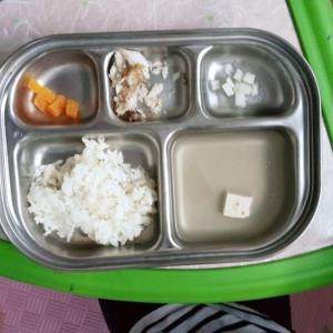 【写真】韓国の保育園給食「水にごはんだけ入れ提供」