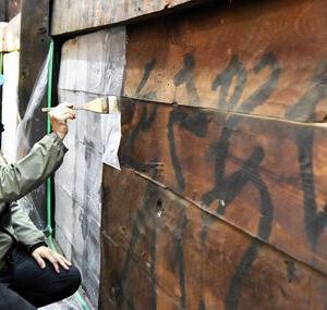 【歴史】寺の壁に440年前の「落書き」、文化財として保存