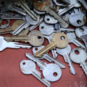 鍵交換 自分で交換する方法と業者に依頼する時の費用や注意点