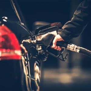 【悪しき習慣】この国ではガソリンスタンドでは目の下に●●●をしないと・・・