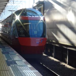 【鉄道ニュース】小田急電鉄ロマンスカー「GSE」70000形70052編成のブルーリボン賞受賞記念ヘッドマークが撤去される