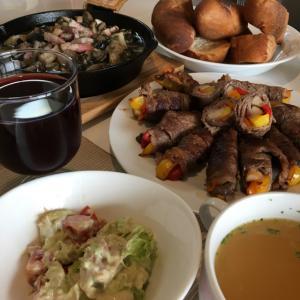 晩ご飯の献立(41)エリンギとパプリカの牛肉巻きとスキレットでアヒージョ♪