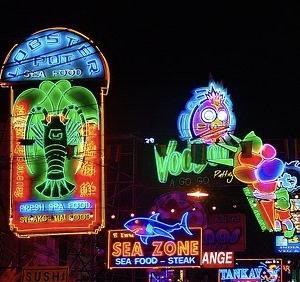 (8) タイ、バンコク、トゥクトゥク物語【ラミネートされたネオン街】