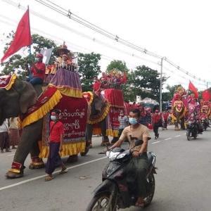 写真で見るミャンマー総選挙活動!象さん選挙カーが大活躍中!