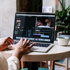【ステップアップしたい方必見】完全オンラインOK!プロに動画編集を学べるおすすめの手段