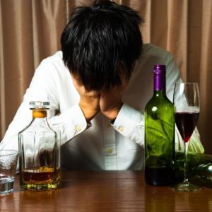 何度も何度もお酒で失敗する夫はアルコール依存症なんでしょうか?