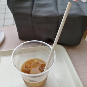 衝撃!紙ストローで飲むコーヒーが不味い問題。