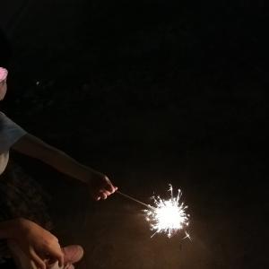 【コロナ禍でも夏の思い出づくり】家族で手持ち花火