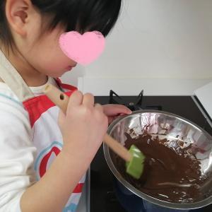 【バレンタインデー2021♡】4歳娘、手作りチョコムースに挑戦!