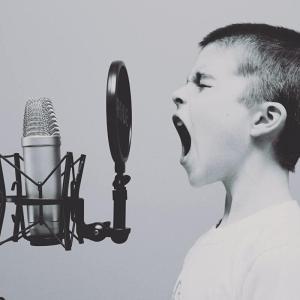 藤井弘輝(アナウンサー)が歌うまいと評判?ドラムや英語の実力を徹底調査徹底調査!