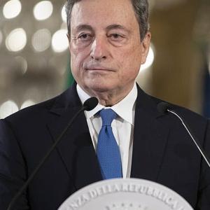 イタリアのワクパス廃止デモの続報