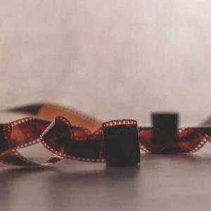 映像の歴史には影絵や幻灯機が存在している