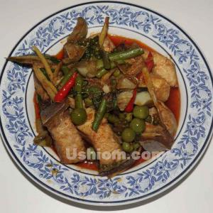 《40年タイ料理を食べてきた》パットペット辛い炒め物
