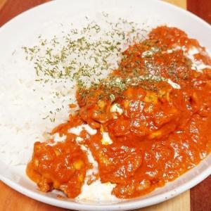 飯は皿より溶けて皿より白し、、、カラフルな皿を買おうと誓った或る日の食卓。