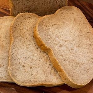 HBで作るロイヤルミルクティーで焼き上げた食パン