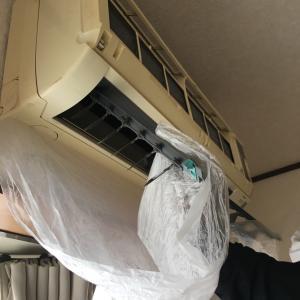 初めてエアコン掃除をする夫