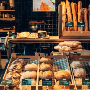 いつでも焼きたてのパンが冷凍庫の中にある幸せを届けるパンショップ