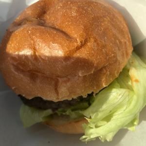【DOUG'S BURGER(ダグズ・バーガー)】は宮古島に本店があるハンバーガー。
