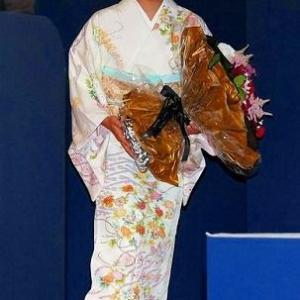 着物姿の美しい真央ちゃん、エアウィーヴ10周年記念イベントに
