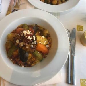 【モロッコ旅行】マラケシュ,マジョレール庭園の近くのレストランでクスクス♪