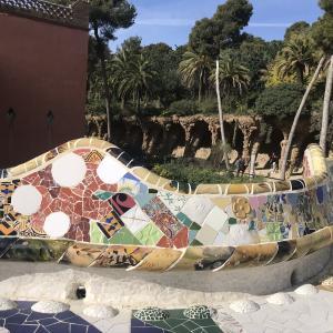【スペイン旅行】バルセロナ,ガウディのポップでお菓子の家のようなグエル公園