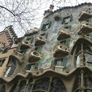 【スペイン旅行】バルセロナ街並みとガウディの作品たち