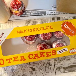 【イギリス/ロンドン】マシュマロとビスケットのチョコ🍫 歴史あるTunnock's のティーケーキ