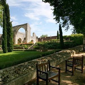詩人ロンサール、王族が通ったサン・コム小修道院