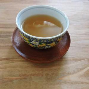 ゆいばーちゃん「どくだみ茶」を飲む