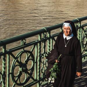 マザーテレサの名言や格言【英語付き】言葉だけで笑顔が拡がり、習慣が変わります