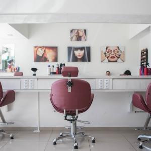 【女性】面接で重要なツール〜就活中の髪型ランキング〜