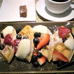 かわいいワッフル朝食