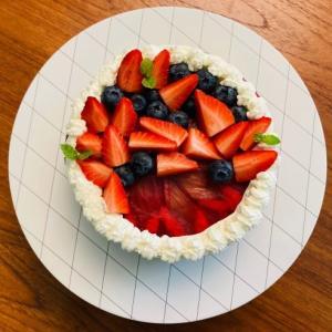 ルバーブと苺のケーキ