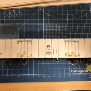 高速鮮魚列車プロジェクト 床下部分の色差し開始