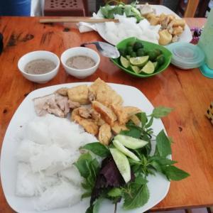 ベトナム人に人気の北部名物グルメ料理「ブンダウマムトム(Bún Đậu Mắm Tôm)」を食べる@ハノイ