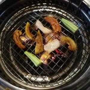 現地のベトナム人に大人気!ローカル料理のヤギ焼肉を食べる@ハノイ