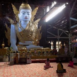 ヤンゴン観光 巨大仏陀と巨大寝釈迦
