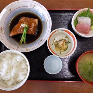 下田の漁協が運営する市場の食堂:金目亭