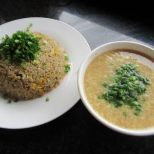 シェムリアップ ネギと卵尽くしの中華 焼き飯と卵スープごゆるり自炊