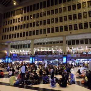 休日の台北駅は出稼ぎ労働者のコミュニティースペース